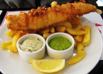800px-Fish_chips_and_mushy_peas-500x358