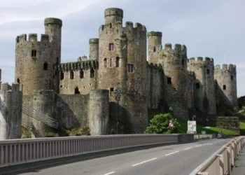 Conwy_Castle_-_geograph.org_.uk_-_822134-500x333